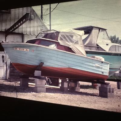 1951 32ft. Antique Wooden Cabin Cruiser with Original RUNNING Detroit Diesel