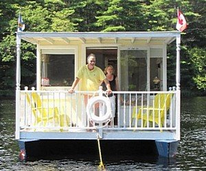 40 foot shantyboat houseboat the closest i found was an aging design by glen l us called the mark twain solutioingenieria Choice Image